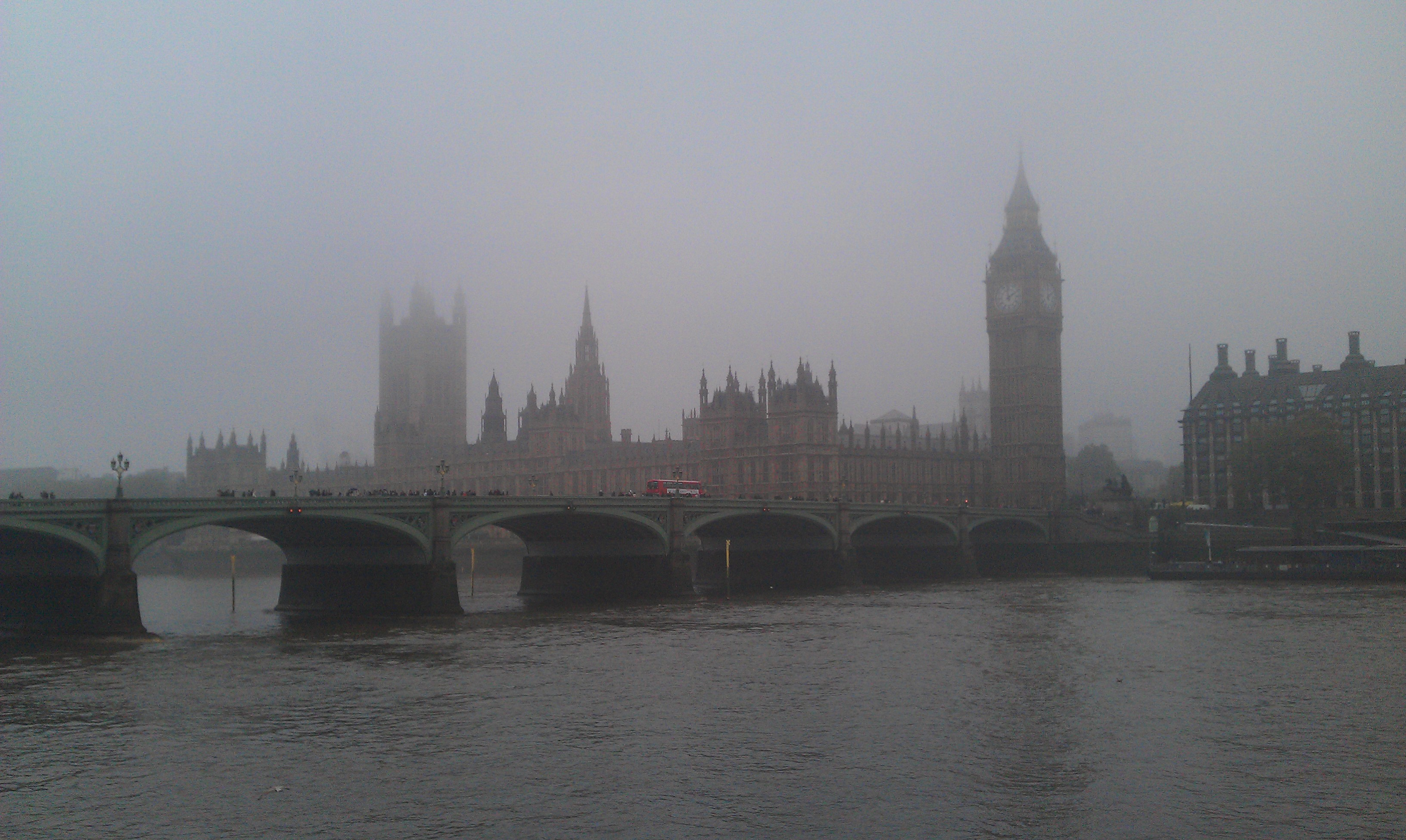 Westminster_fog_-_London_-_UK